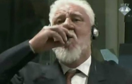 A War Criminal Commits Suicide By Poison In Court  What